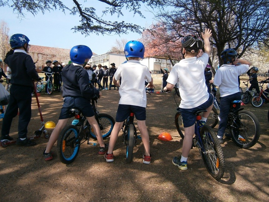 Students gathered in a circle on the oval on their bikes to practice what they learned in class.